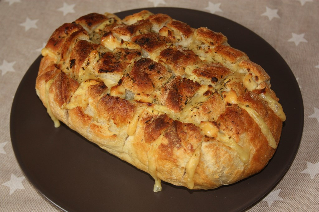 Pan gratiando con queso